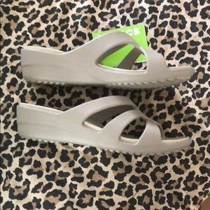 New Crocs Strappy Wedge Mushroom 9